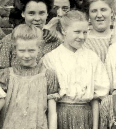 Addie and Annie, 1910