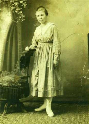 Alice Love, Archie's future wife, at age 16