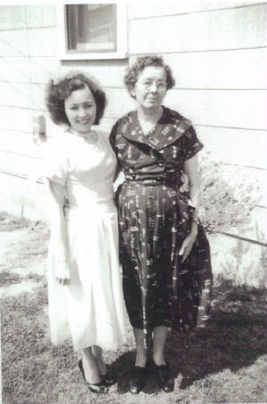 Beatrice Gross and mother Savannah Ballard Rimmer, 1950s. This and photo below provided by family.