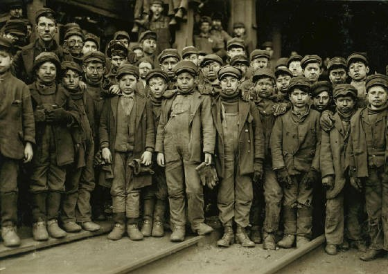 Breaker boys, Ewen Breaker, Pennsylvania Coal Co, South Pittston, Pa, Jan 1911, photo by Lewis Hine