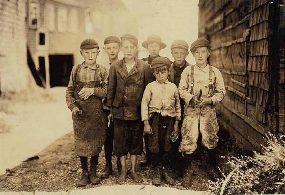 Bryon Hamilton (front) & brother George (behind Byron's right shoulder), Eastport, Me., Aug. 1911.