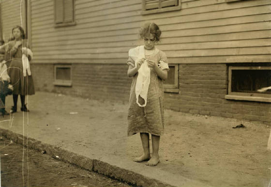 Carmina Caruso (10 yrs old), Somerville, Massachusetts, August 1912. Photo by Lewis Hine.
