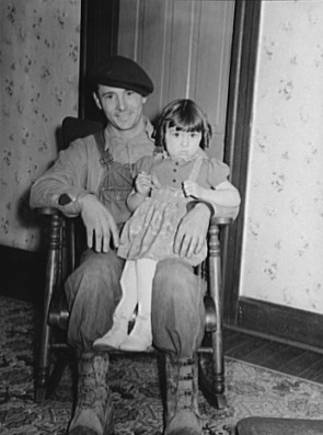 John Garavaglia and daughter Rose Marie, Bush, Illinois, January 1939, photo by Arthur Rothstein