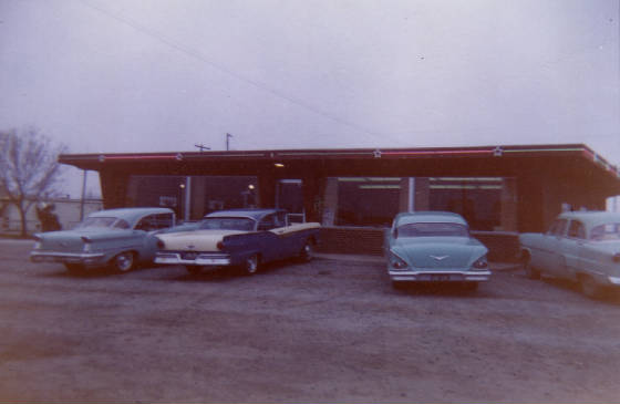 Starlite Restaurant, Salem, Illinois, late 1950s. Courtesy of Dean & Marilyn Wiggins.