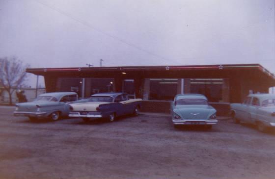 Starlite Restaurant, Salem, Illinois, late 1950s. Courtesy of Dean & Marilyn Wiggins.