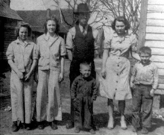 James Leazer with children (L-R): Doris, Pearl, Edna, and David. In front is Howard, who is interviewed below.