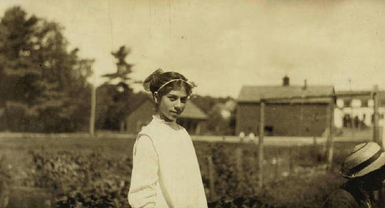 Elizabeth Desmarais (13 yrs old), Winchendon, Massachusetts, September 3, 1911. Photo by Lewis Hine.