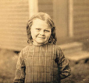 Elsie Shaw, six years old. Photo by Lewis Hine