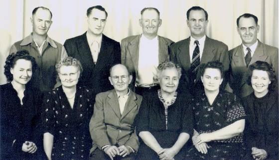 "From left to right, back row: Alba, Thomas, Arleigh, Warren, Velma; front row: Lorene, Clara, William ""Sherman"" (father), Lula (mother), Ila, Alma"