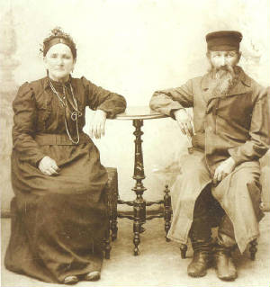 Yetta Rivka Bronovitz and husband Isaac (or Jacob) Bronovitz, in Poland, 1875. Provided by family.
