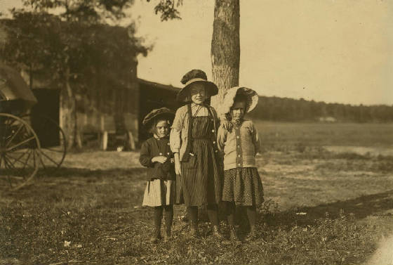 (L-R) Jeanette, Isabella & Anita Roy, Fall River, Massachusetts, Sept 1911. Photo by Lewis Hine.