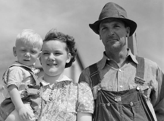 Wilfrid Tow, children Raymond and Lillian, Laredo, Montana, Aug 1941. Photo by Marion Post Wolcott.