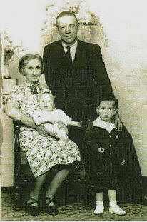 Luther Watson, wife Mabel, grandsons Le Roy (left) and Homer Hinkle, 1938. Provided by Lisa Siders.