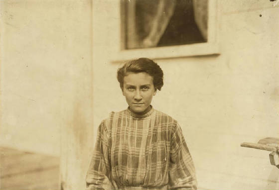 Mamie Laberge, Winchendon, Massachusetts, September 1911. Photo by Lewis Hine.