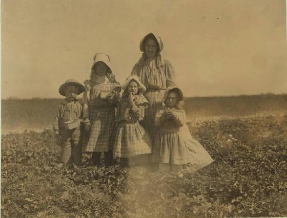 (L to R) Oscar, Eva, Madge & Alberta McNatt. Woman is probably the mother. Cannon, DE, May 1910