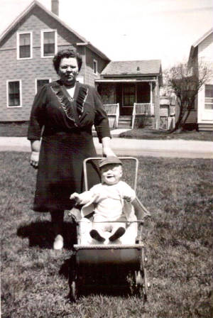 Mildred Greenwood Roy and grandson Steven, 1947. Photo provided by family.