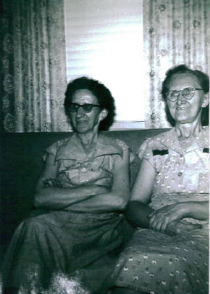 Minnie Carpenter (left) and Mattie Carpenter McDaniel, early 1970s. Provided by family.