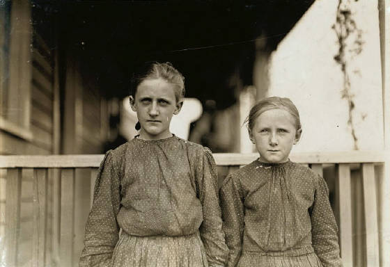 Minnie Carpenter (left), 12, and Mattie Carpenter, 10, Gastonia, NC, Nov. 1908. By Lewis Hine.
