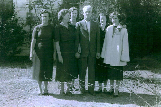 Front row (L-R): Louella Howard Neal, Sadie Barton Howard, James Harvey Howard, Roberta Howard Robinson; back row (L-R): Mary Alein Howard Horton, Zevie Barton Howard Neely
