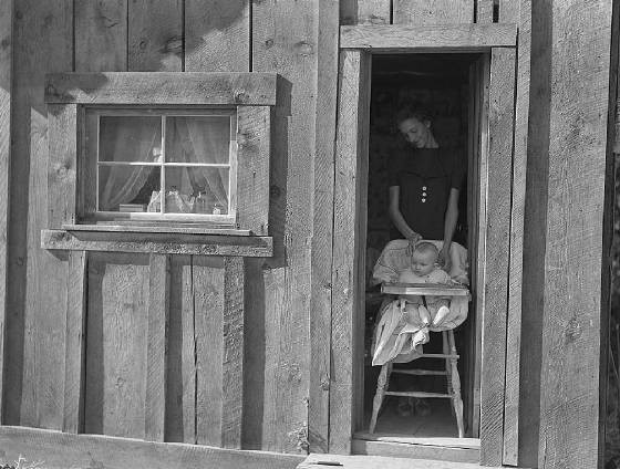 Mrs. Canaday and baby, Ola, Idaho, October 1939. Photo by Dorothea Lange.