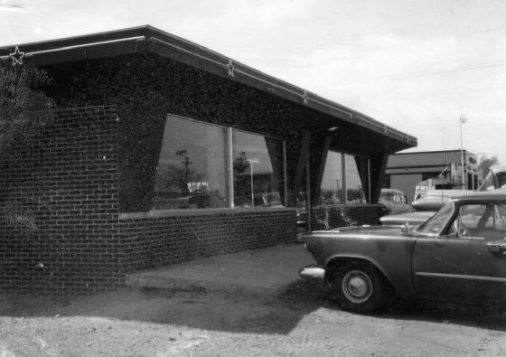 Starlite Restaurant, 1959 (prior to remodeled facade). Courtesy of Dean & Marilyn Wiggins.