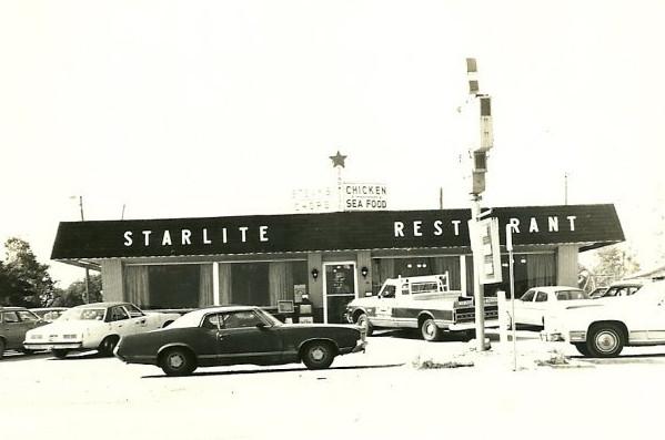 Starlite Restaurant, Salem, Illinois, late 1960s. Courtesy of Stephen Frakes.