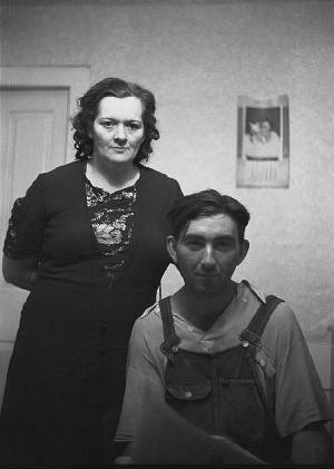 Mrs. and Mrs. William Gaynor, Fairfield, Vermont, September 1941. Photo by Jack Delano.