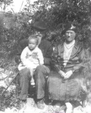 Catherine Young, father Seaborn Bailey, great-granddaughter, Kathelene Patterson, 1932.