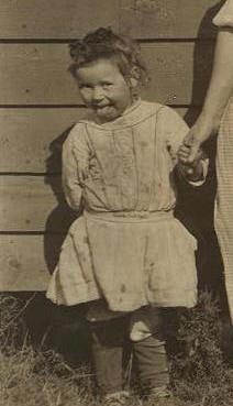 Elizabeth Padgett, 1914. Photo by Lewis Hine.