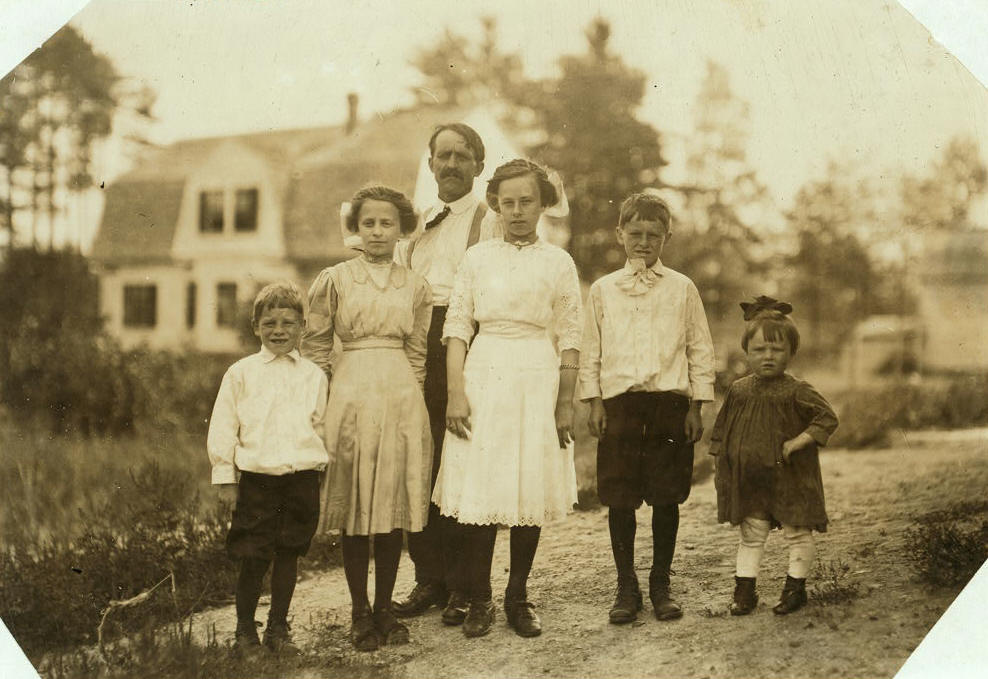 Eva Tanguay (2nd from left), 15 yrs, Lawrence, Mass, Sept 1911. By Lewis Hine