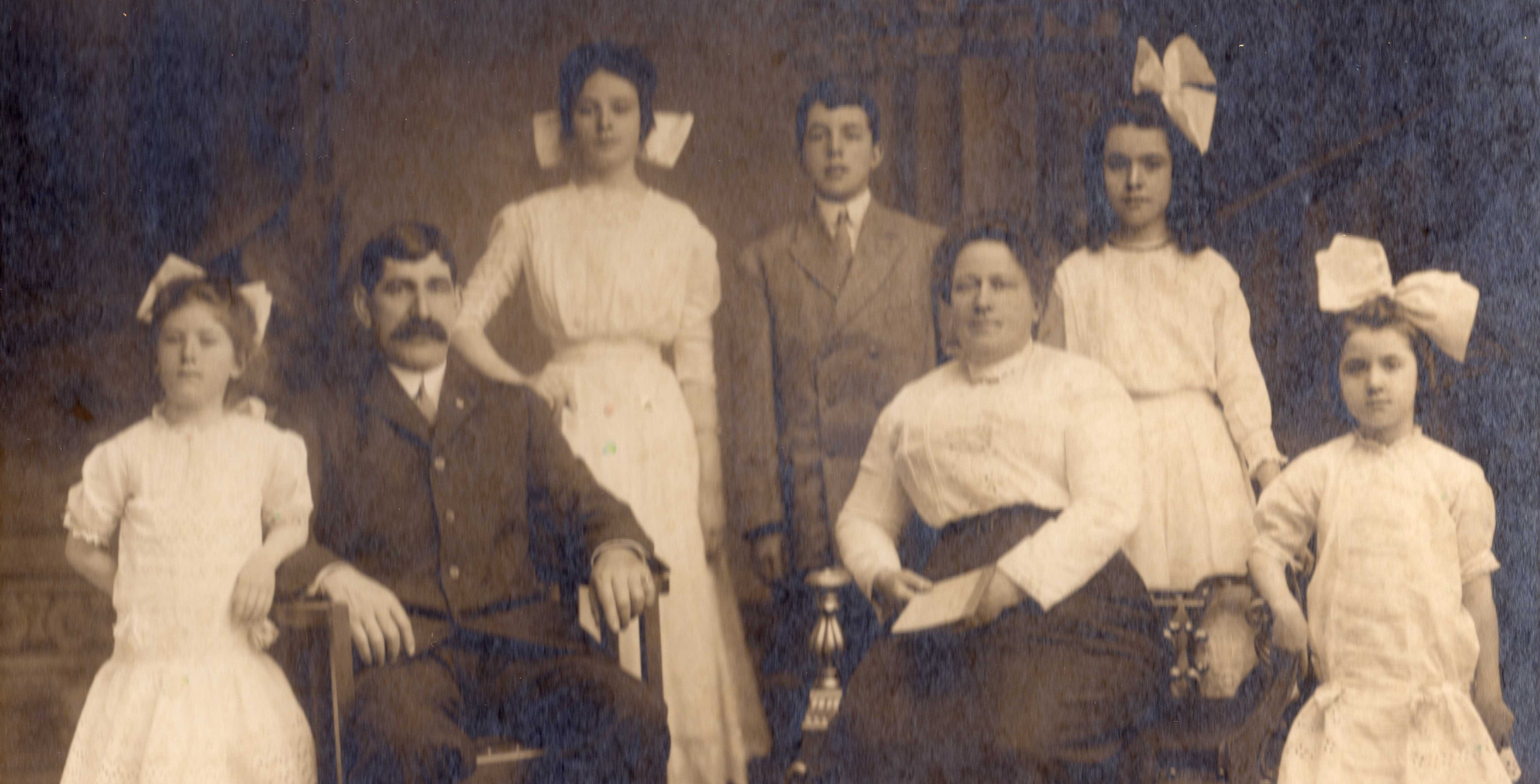 Laurence and Margaret Driscoll with their children. Back row (L-R): Rose, George, Josephine; front row: Helen (left) and Augusta (right). Photo taken about 1912.