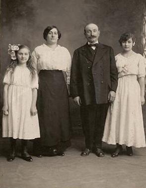 (L-R): Louise, Maria, Giulio, and Teresa Miglierini, circa 1915