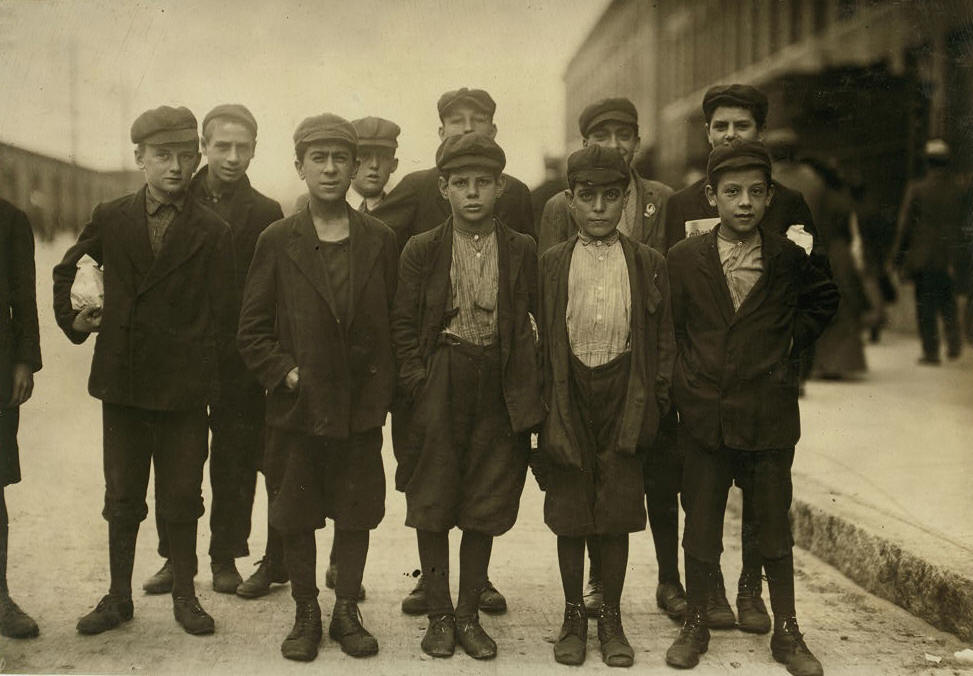 Leo Andreoli, front row, far right. Photo by Lewis Hine.