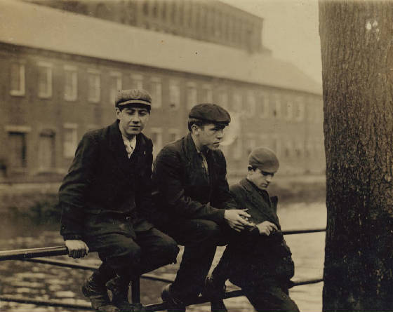 Leon Valcourt (far right), Lawrence, Massachusetts, November 1910. Photo by Lewis Hine.