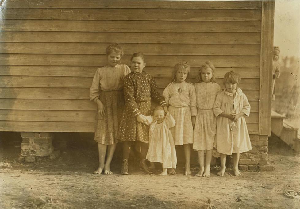 (L-R): Lizzie McKenzie & Minnie, Inez, Maude, Daisy & Hattie Baxley