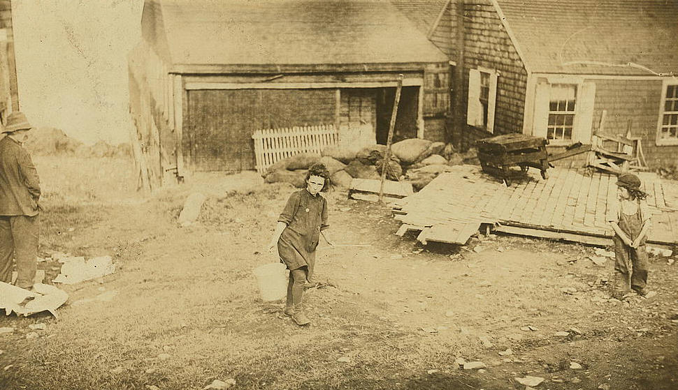 Anna J. Gallant (middle), 9 yrs old, Eastport, ME, Aug 1911. Photo by Lewis Hine.
