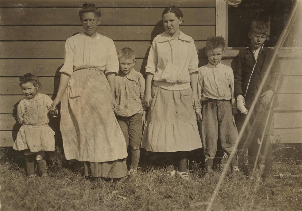 (L-R): Elizabeth, 3 yrs; Annie, about 40 yrs; William, 5 yrs; Alice, 17 yrs; Richard, 11 yrs; and John, 13 yrs.
