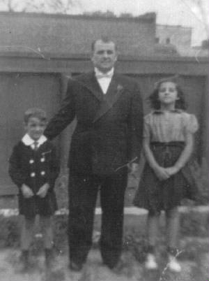 Leo Andreoli with son Raymond and daughter Evelyn. Circa 1939.