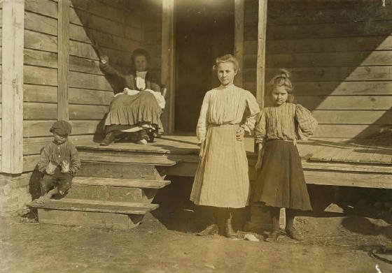 Ruth Barnhill (taller girl), 15 yrs old, Dillon, South Carolina, Dec. 1908. Photo by Lewis Hine.