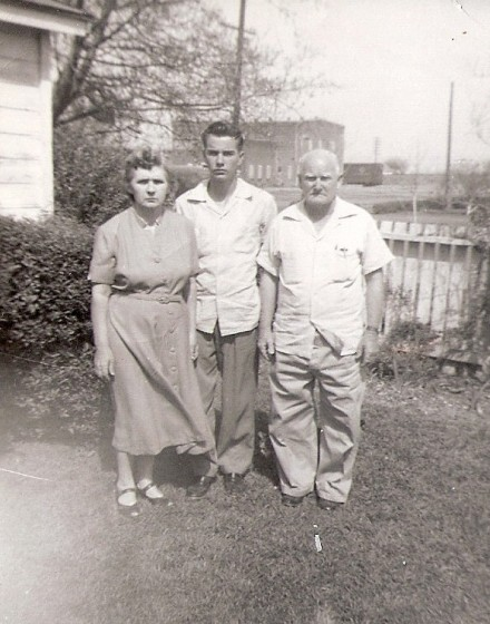 Johnie Barefield with his parents. Selena and Maxie.