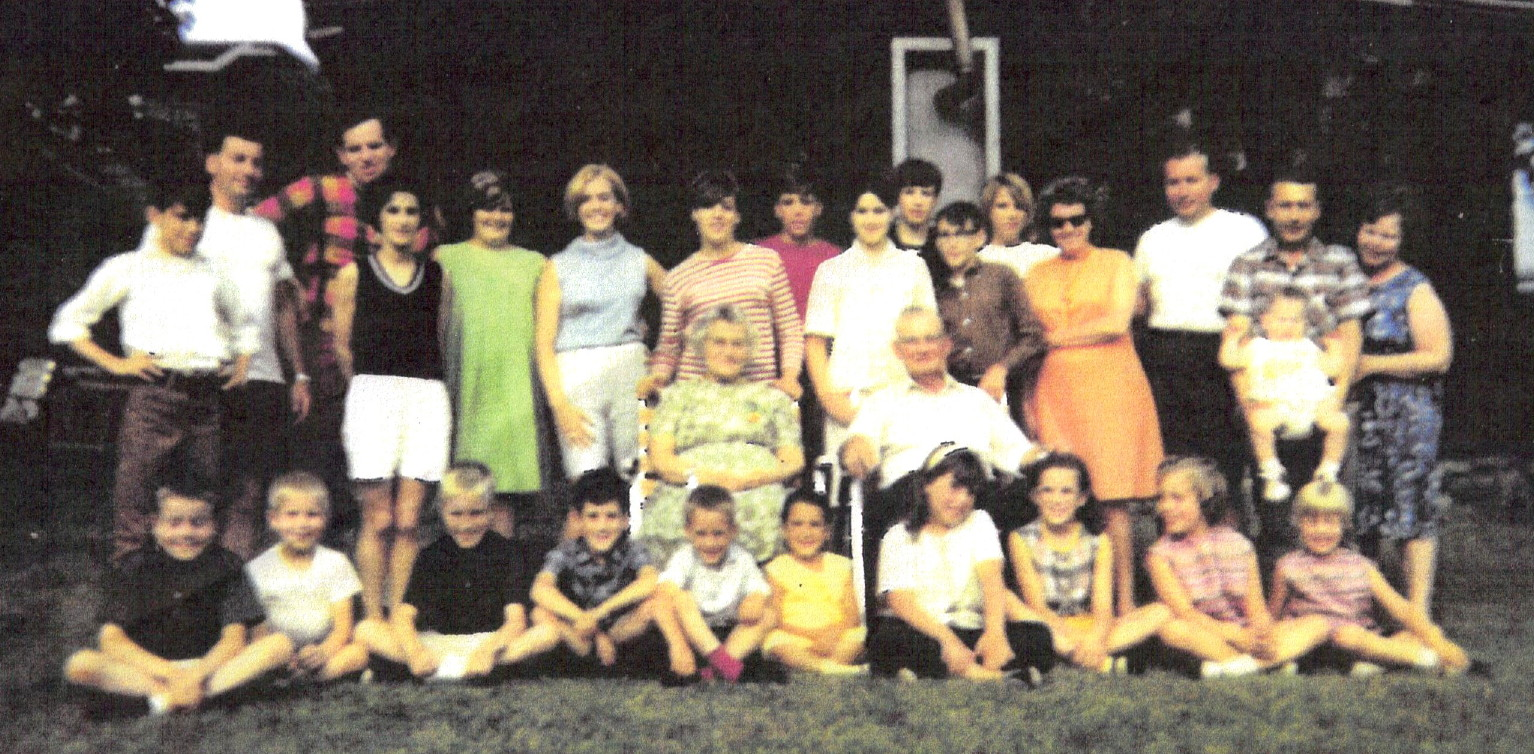 Valliere family, Wilfred and Bertha in the middle. Courtesy of Valliere family.