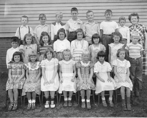 Third and fourth grades at White School, Winchendon Springs, 1950. Eric White (2nd row, right).