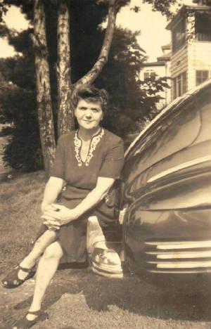 Bessie Brownstein Rosenthal, 1945. Photo provided by Shirley Juran.