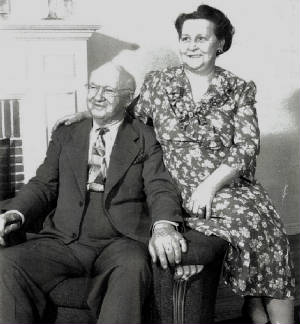Edward (Sr.) and Pearl Capps, parents of Capps Family children, date unknown.