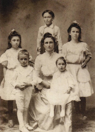 Rachel Hollingsworth and her children (Elbert & Ruby in front), circa 1908