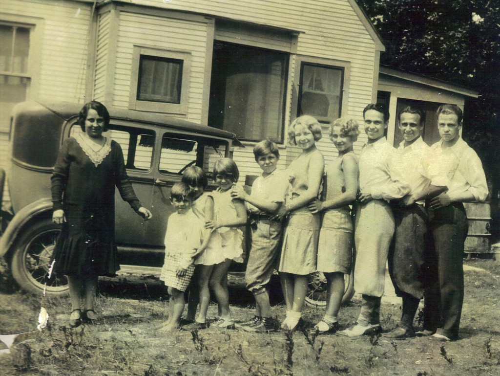 1927 (L-R): Pearl (mother), Jimmy (interviewed below), Olive, Dolly, Orville, Edith, Bee, Kendall, Earl, and Edward Jr.