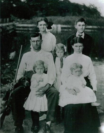 Henry Calvin Richardson & family in Missouri, circa 1911-1912.
