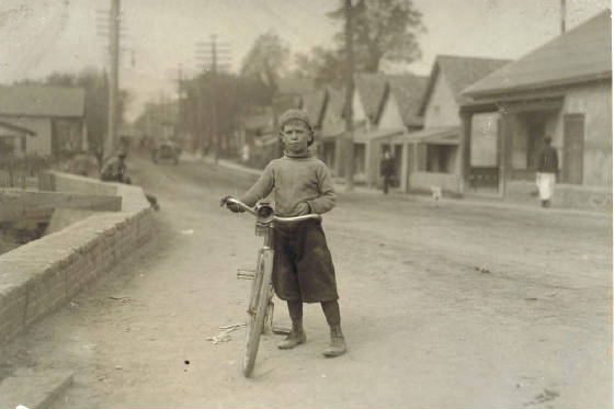 Isaac Boyett, Waco, Texas, November 1913. Photo by Lewis Hine.