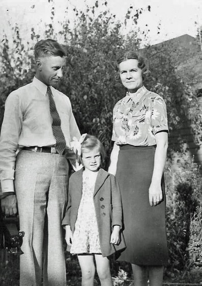 Marianne Knox (now Hesselberth), with parents Marshall and Laura Knox.