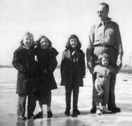 Phares Beville holding Linda's hand, daughter Barclay standing next to him, 1949.